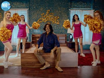 vijay raaz cheer leaders 02_sm (1)