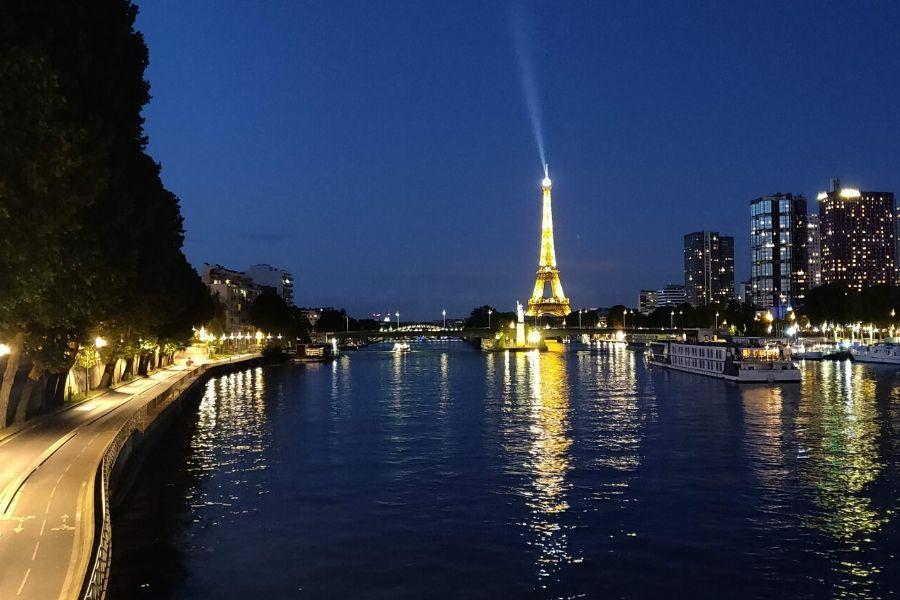 Eiffel-tower_sm