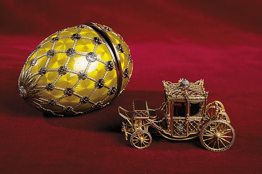 fabergeegg_coronationcarriage_gettyimages-154911928